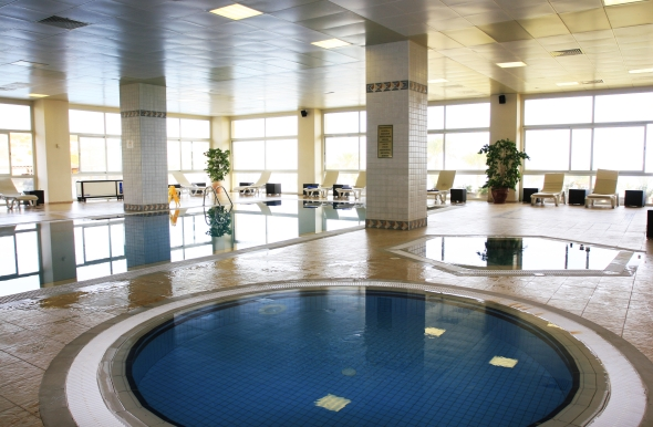 Benefit from an indoor heated pool & Jacuzzi